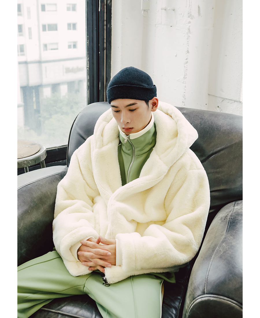 20181012_wind_fur_zipup_model_kj_11.jpg