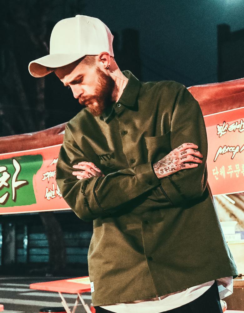 펀치라인(PUNCHLINE) 파이핑폰트 셔츠 카키 KHLS6079