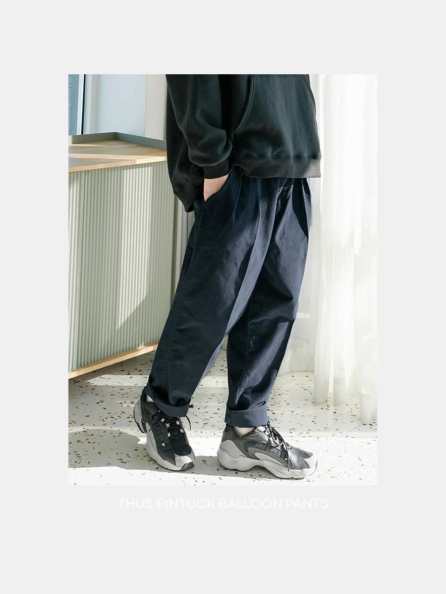 [제멋] 더스 핀턱 벌룬 팬츠 네이비 YHLP2323